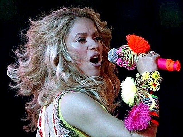 external image World-Cup-2010-Closing-Ceremony-Shakira-on-Stage.jpg