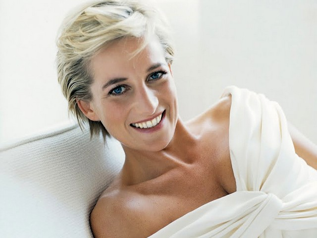 Diana Princess of Wales by Mario Testino - A one of most beautiful last official photographs of Diana, Princess of Wales, made by Mario Testino in an old school in Battersea in 1997, just five months before the tragic death of Lady Diana. They were photographed in a support of the upcoming sale of some of her dresses at Christie's. The set of the poignant images, which display Diana in a state of relaxation and intimacy, were published in issue of 'Vanity Fair' and were displayed at Kensington Palace. - , Diana, Princess, princesses, Wales, Mario, Testino, celebrities, celebrity, beautiful, last, official, photographs, photograph, old, school, schools, Battersea, 1997, months, month, tragic, death, Lady, ladies, support, supports, upcoming, sale, sales, dresses, dress, Christies, poignant, images, image, state, states, relaxation, intimacy, Vanity, Fair, issue, issues, Kensington, Palace, palaces - A one of most beautiful last official photographs of Diana, Princess of Wales, made by Mario Testino in an old school in Battersea in 1997, just five months before the tragic death of Lady Diana. They were photographed in a support of the upcoming sale of some of her dresses at Christie's. The set of the poignant images, which display Diana in a state of relaxation and intimacy, were published in issue of 'Vanity Fair' and were displayed at Kensington Palace. Подреждайте безплатни онлайн Diana Princess of Wales by Mario Testino пъзел игри или изпратете Diana Princess of Wales by Mario Testino пъзел игра поздравителна картичка  от puzzles-games.eu.. Diana Princess of Wales by Mario Testino пъзел, пъзели, пъзели игри, puzzles-games.eu, пъзел игри, online пъзел игри, free пъзел игри, free online пъзел игри, Diana Princess of Wales by Mario Testino free пъзел игра, Diana Princess of Wales by Mario Testino online пъзел игра, jigsaw puzzles, Diana Princess of Wales by Mario Testino jigsaw puzzle, jigsaw puzzle games, jigsaw puzzles games, Diana Princess of Wales by Mario Testino пъзел игра картичка, пъзели игри картички, Diana Princess of Wales by Mario Testino пъзел игра поздравителна картичка
