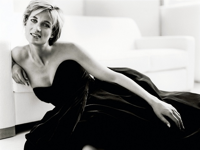 Princess Diana Icon of Beauty and Fashion by Mario Testino - Princess Diana as an icon of beauty and fashion, an image taken for the magazine 'Vanity Fair' by the world renowned photographer Mario Testino, just five months before the tragic death on August 31, 1997. Elegant and with an incredible sense of style, Diana, the Princess of Wales, is photographed in a beautiful long silk velvet dress, designed by Victor Edelstein, worn for an official portrait  by Lord Lichfield in 1991. - , Princess, princesses, Diana, icon, icons, beauty, beauties, fashion, Mario, Testino, celebrities, celebrity, art, arts, image, images, magazine, magazines, Vanity, Fair, world, renowned, photographer, photographers, months, month, tragic, death, August, 1997, elegant, incredible, sense, senses, style, styles, Wales, beautiful, long, silk, velvet, dress, dresses, Victor, Edelstein, official, portrait, portraits, Lord, Lichfield, 1991 - Princess Diana as an icon of beauty and fashion, an image taken for the magazine 'Vanity Fair' by the world renowned photographer Mario Testino, just five months before the tragic death on August 31, 1997. Elegant and with an incredible sense of style, Diana, the Princess of Wales, is photographed in a beautiful long silk velvet dress, designed by Victor Edelstein, worn for an official portrait  by Lord Lichfield in 1991. Solve free online Princess Diana Icon of Beauty and Fashion by Mario Testino puzzle games or send Princess Diana Icon of Beauty and Fashion by Mario Testino puzzle game greeting ecards  from puzzles-games.eu.. Princess Diana Icon of Beauty and Fashion by Mario Testino puzzle, puzzles, puzzles games, puzzles-games.eu, puzzle games, online puzzle games, free puzzle games, free online puzzle games, Princess Diana Icon of Beauty and Fashion by Mario Testino free puzzle game, Princess Diana Icon of Beauty and Fashion by Mario Testino online puzzle game, jigsaw puzzles, Princess Diana Icon of Beauty and Fashion by Mario Testino jigsaw puzzle, jigsaw puzzle games, jigsaw puzzles games, Princess Diana Icon of Beauty and Fashion by Mario Testino puzzle game ecard, puzzles games ecards, Princess Diana Icon of Beauty and Fashion by Mario Testino puzzle game greeting ecard
