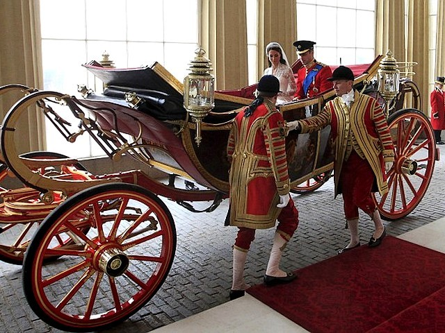 7dbe970aa8858 Royal Wedding England Newly-Weds Prince William and Catherine arrived at Buckingham  Palace London -
