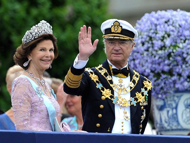 Royal Wedding Sweeden Queen and King of Sweeden - Queen Silvia and King Carl XVI Gustaf of Sweeden on the Lejonbacken terrace during the Royal Wedding in Stockholm, Sweeden (June 19, 2010). - , Royal, Wedding, Sweeden, Queen, queens, King, kings, show, shows, ceremony, ceremonies, event, events, celebrity, celebrities, entertainment, entertainments, Silvia, Carl, XVI, Gustaf, Lejonbacken, terrace, terraces, Stockholm - Queen Silvia and King Carl XVI Gustaf of Sweeden on the Lejonbacken terrace during the Royal Wedding in Stockholm, Sweeden (June 19, 2010). Solve free online Royal Wedding Sweeden Queen and King of Sweeden puzzle games or send Royal Wedding Sweeden Queen and King of Sweeden puzzle game greeting ecards  from puzzles-games.eu.. Royal Wedding Sweeden Queen and King of Sweeden puzzle, puzzles, puzzles games, puzzles-games.eu, puzzle games, online puzzle games, free puzzle games, free online puzzle games, Royal Wedding Sweeden Queen and King of Sweeden free puzzle game, Royal Wedding Sweeden Queen and King of Sweeden online puzzle game, jigsaw puzzles, Royal Wedding Sweeden Queen and King of Sweeden jigsaw puzzle, jigsaw puzzle games, jigsaw puzzles games, Royal Wedding Sweeden Queen and King of Sweeden puzzle game ecard, puzzles games ecards, Royal Wedding Sweeden Queen and King of Sweeden puzzle game greeting ecard
