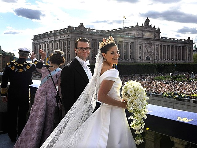 Royal Wedding Sweeden in Public - The Royal couple Crown Princess Victoria and Prince Daniel Westling appear in public on Lejonbacken terrace during their Wedding day in Stockholm, Sweeden (June 19, 2010). - , Royal, Wedding, Sweeden, public, publicks, show, shows, ceremony, ceremonies, event, events, celebrity, celebrities, entertainment, entertainments, couple, couples, Crown, Princess, Victoria, Prince, Daniel, Westling, Lejonbacken, terrace, terraces, Stockholm - The Royal couple Crown Princess Victoria and Prince Daniel Westling appear in public on Lejonbacken terrace during their Wedding day in Stockholm, Sweeden (June 19, 2010). Solve free online Royal Wedding Sweeden in Public puzzle games or send Royal Wedding Sweeden in Public puzzle game greeting ecards  from puzzles-games.eu.. Royal Wedding Sweeden in Public puzzle, puzzles, puzzles games, puzzles-games.eu, puzzle games, online puzzle games, free puzzle games, free online puzzle games, Royal Wedding Sweeden in Public free puzzle game, Royal Wedding Sweeden in Public online puzzle game, jigsaw puzzles, Royal Wedding Sweeden in Public jigsaw puzzle, jigsaw puzzle games, jigsaw puzzles games, Royal Wedding Sweeden in Public puzzle game ecard, puzzles games ecards, Royal Wedding Sweeden in Public puzzle game greeting ecard