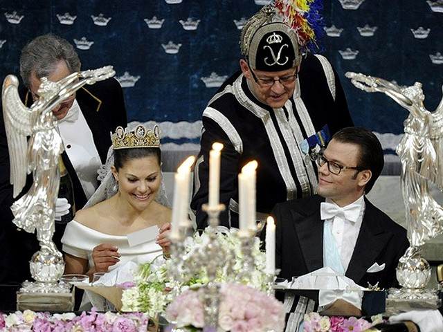 Royal Wedding Sweeden the Banquet - The Royal pair, Crown Princess Victoria and Prince Daniel read congratulations during the Wedding banquet in Stockholm, Sweeden (June 19, 2010). - , Royal, Wedding, Sweeden, banquet, banquets, show, shows, ceremony, ceremonies, event, events, celebrity, celebrities, entertainment, entertainments, pair, pairs, Princess, Victoria, Prince, Daniel, congratulations, congratulation, Stockholm - The Royal pair, Crown Princess Victoria and Prince Daniel read congratulations during the Wedding banquet in Stockholm, Sweeden (June 19, 2010). Решайте бесплатные онлайн Royal Wedding Sweeden the Banquet пазлы игры или отправьте Royal Wedding Sweeden the Banquet пазл игру приветственную открытку  из puzzles-games.eu.. Royal Wedding Sweeden the Banquet пазл, пазлы, пазлы игры, puzzles-games.eu, пазл игры, онлайн пазл игры, игры пазлы бесплатно, бесплатно онлайн пазл игры, Royal Wedding Sweeden the Banquet бесплатно пазл игра, Royal Wedding Sweeden the Banquet онлайн пазл игра , jigsaw puzzles, Royal Wedding Sweeden the Banquet jigsaw puzzle, jigsaw puzzle games, jigsaw puzzles games, Royal Wedding Sweeden the Banquet пазл игра открытка, пазлы игры открытки, Royal Wedding Sweeden the Banquet пазл игра приветственная открытка