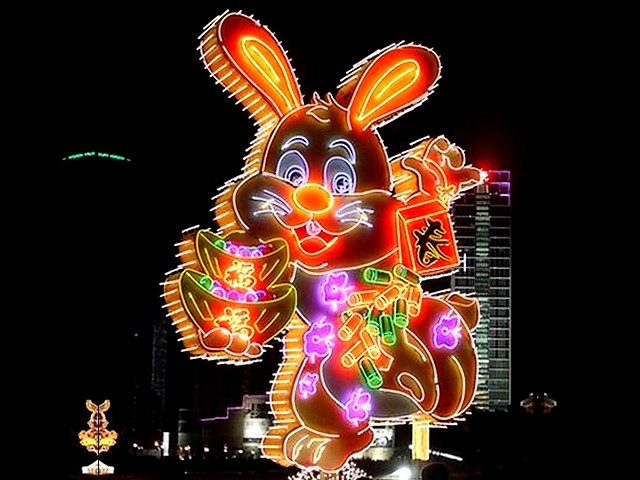 Chinese New Year Neon Llights in Dalian Liaoning Northeast China - Neon lights in a shape of rabbit at the celebration of Chinese New Year on the plaza in Dalian, one of the most prosperous cities in China, with unique architecture and one of the most famous travel destinations in Liaoning province, with the largest harbor in the northeast part of China (Jan 24, 2011). - , Chinese, New, Year, years, neon, lights, light, Dalian, Liaoning, Northeast, China, holidays, holiday, festival, festivals, celebrations, celebration, places, place, holidays, holiday, travel, travels, tour, tours, trips, trip, excursion, excursions, shape, shapes, rabbit, rabits, plaza, plazas, prosperous, cities, city, unique, architecture, architectures, famous, travel, destinations, destination, province, provinces, largest, harbor, harbors - Neon lights in a shape of rabbit at the celebration of Chinese New Year on the plaza in Dalian, one of the most prosperous cities in China, with unique architecture and one of the most famous travel destinations in Liaoning province, with the largest harbor in the northeast part of China (Jan 24, 2011). Resuelve rompecabezas en línea gratis Chinese New Year Neon Llights in Dalian Liaoning Northeast China juegos puzzle o enviar Chinese New Year Neon Llights in Dalian Liaoning Northeast China juego de puzzle tarjetas electrónicas de felicitación  de puzzles-games.eu.. Chinese New Year Neon Llights in Dalian Liaoning Northeast China puzzle, puzzles, rompecabezas juegos, puzzles-games.eu, juegos de puzzle, juegos en línea del rompecabezas, juegos gratis puzzle, juegos en línea gratis rompecabezas, Chinese New Year Neon Llights in Dalian Liaoning Northeast China juego de puzzle gratuito, Chinese New Year Neon Llights in Dalian Liaoning Northeast China juego de rompecabezas en línea, jigsaw puzzles, Chinese New Year Neon Llights in Dalian Liaoning Northeast China jigsaw puzzle, jigsaw puzzle games, jigsaw puzzles games, Chinese New Year Neon Llights in Dalian Liaoning Northeast China rompecabezas de juego tarjeta electrónica, juegos de puzzles tarjetas electrónicas, Chinese New Year Neon Llights in Dalian Liaoning Northeast China puzzle tarjeta electrónica de felicitación