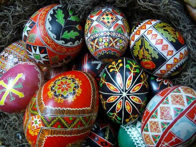 Easter Eggs Ukrainian Pysanky - 'Pysanky' are Ukrainian Easter eggs, an ancient folk art of decorating the eggshells with geometric patterns, using a pen with hot beeswax and dyes. Pysanky are a symbol of a springtime and rebirth and a wonderful gift for family and friends. - , Easter, eggs, egg, Ukrainian, Pysanky, holidays, holiday, art, arts, ancient, folk, folks, eggshells, eggshell, geometric, patterns, pattern, pen, pens, hot, beeswax, dyes, dye, symbol, symbols, springtime, rebirth, wonderful, gift, gifts, family, families, friends, friend - 'Pysanky' are Ukrainian Easter eggs, an ancient folk art of decorating the eggshells with geometric patterns, using a pen with hot beeswax and dyes. Pysanky are a symbol of a springtime and rebirth and a wonderful gift for family and friends. Lösen Sie kostenlose Easter Eggs Ukrainian Pysanky Online Puzzle Spiele oder senden Sie Easter Eggs Ukrainian Pysanky Puzzle Spiel Gruß ecards  from puzzles-games.eu.. Easter Eggs Ukrainian Pysanky puzzle, Rätsel, puzzles, Puzzle Spiele, puzzles-games.eu, puzzle games, Online Puzzle Spiele, kostenlose Puzzle Spiele, kostenlose Online Puzzle Spiele, Easter Eggs Ukrainian Pysanky kostenlose Puzzle Spiel, Easter Eggs Ukrainian Pysanky Online Puzzle Spiel, jigsaw puzzles, Easter Eggs Ukrainian Pysanky jigsaw puzzle, jigsaw puzzle games, jigsaw puzzles games, Easter Eggs Ukrainian Pysanky Puzzle Spiel ecard, Puzzles Spiele ecards, Easter Eggs Ukrainian Pysanky Puzzle Spiel Gruß ecards